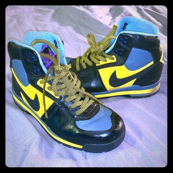 Nike ACG Sneaker boots Boys size 6( Women's 7.5/8)